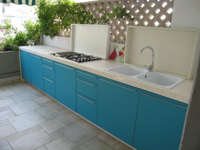 cucina in muratura struttura in marmo - i coperchi sono ...