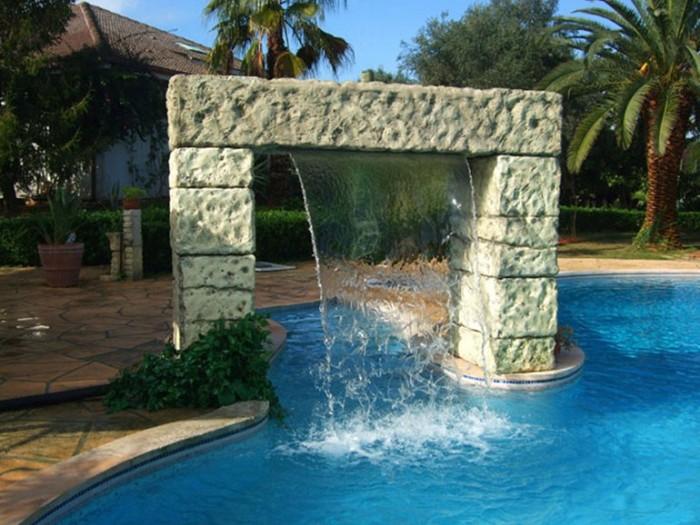 Fontane e cascate per piscina casata in muratura per for Cascate in giardino