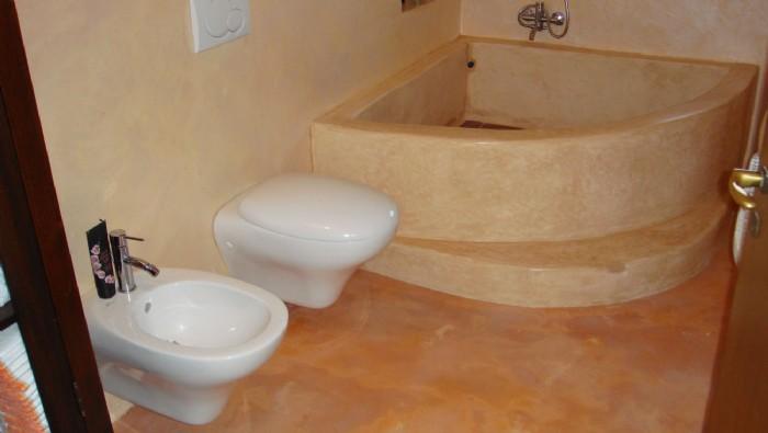 Intonaco marocchino tadelakt vasca in tadelakt belle - Resina pareti bagno costi ...